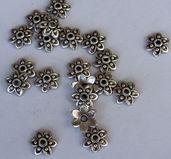 Pärlhattar silverfärgade - Spetsig blomma med prickar, 10 mm, 20- pack