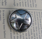 Metallknapp antiksilver - Välvd med stjärna 17mm, 1 styck