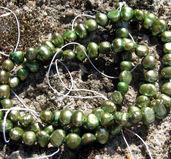 Sötvattenspärlor nugget - Grön 3-4mm, 1 sträng