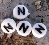 Bokstavspärlor i acryl - N vit rund, 4- pack