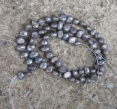 Sötvattenspärlor nugget - Gråblå 3-4mm, 1 sträng